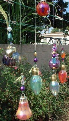 Leuk effect, oude gloeilampen oppimpen met nagellak. Foto komt van Pinterest.com