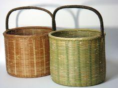 竹バスケットの色の変化 Bamboo Weaving, Weaving Art, Basket Weaving, Plant Basket, Bamboo Basket, Bamboo Architecture, Wicker Bedroom, Bamboo Crafts, Weaving Techniques