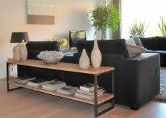 woonkamer inrichten: sidetable-achter-bank
