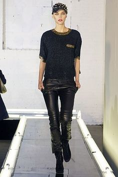 Alexander Wang Fall 2007 Ready-to-Wear Fashion Show - Sarah Deanna 2000s Fashion, Hip Hop Fashion, Runway Fashion, Fashion Show, Fashion Trends, Style Fashion, Vogue Australia, Sporty Style, Fall Looks