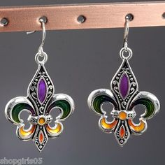 NEW!  FLEUR DE LIS  SILVER COLOR MARDI GRAS EARRINGS WOULD  LOOK GREAT WITH YOUR OUTFIT!! REALLY CUTE!!!!