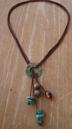 Collar de tres hilos cuero piedra turquesa