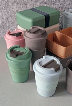 To-go cups and lunchbox made from Bioplastic. Varioud models, various colours.