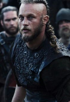 Ragnar Lothbrok (Travis Fimmel) from Vikings. Quite possibly the perfect man. Lagertha, Ragnar Lothbrok Vikings, Vikings Travis Fimmel, Vikings Tv Series, Vikings Tv Show, Watch Vikings, Vikings 2016, Viking Shirt, Viking Men