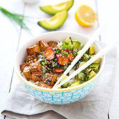 🌿RECETTE🌿 Sur le blog aujourd'hui une recette pour aborder la rentrée en toute gourmandise ! Craquez pour ce chirashi vegan avocat et tofu qui illuminera vos pauses-déjeuner 😊🍚✨ #vegan #chirashi #veganfood #healthyfood #whatveganseat #veganfoodshare