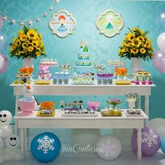Festa infantil com tema Frozen Fever linda e delicada por ❄️ Frozen Birthday Party, Frozen Theme Party, 2nd Birthday Parties, Frozen Summer, Frozen Princess, Anna Frozen, Frozen Favors, Festa Frozen Fever, Frozen Decorations