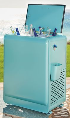 Throwback fun-day: in the 1950s, ice chests like our Retro Cooler were used in stores, stocked with soda and soft drinks. Our new compact version has a great vintage-style look and details, like a handy built-in bottle opener on the side.