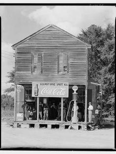 size: Photographic Print: Crossroads General Store in Sprott, Alabama, by Walker Evans : Old General Stores, Old Country Stores, Country Barns, Country Living, Coca Cola, Evans Art, Pompe A Essence, Walker Evans, Old Gas Stations