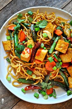 A healthy and quick meal, this vegan garlic sriracha tofu yakisoba is flavorful, a little spicy, super easy and amazingly delicious! Veggie Recipes, Asian Recipes, Whole Food Recipes, Vegetarian Recipes, Healthy Recipes, Ethnic Recipes, Vegan Meals, Healthy Dinners, Vegan Food