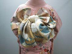 Yukata Kimono, Kimono Japan, Kimono Dress, Japanese Kimono, Motif Kimono, Kimono Pattern, Kimono Fabric, Japanese Outfits, Japanese Fashion