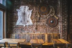 Huge Traditional Viking Mead Hall Opens in Seattle - Packed with Old Nordic Lore Decor Interior Design, Interior Decorating, Studio Interior, Viking Hall, Mead Hall, Viking Decor, Viking House, Old Pub, Norse Vikings