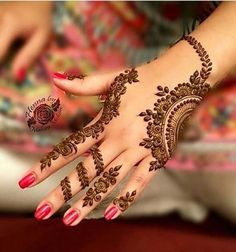 This article is also about Latest Hand Mehndi Designs 2018 for Girls and here you will find some of Latest Mehndi Designs 2018 that will make your heart. Henna Tattoo Designs Arm, Henna Art Designs, Unique Mehndi Designs, Mehndi Designs For Fingers, Beautiful Mehndi Design, Latest Mehndi Designs, Hena Designs, Nail Designs, Mehandi Designs