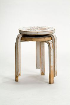 Alvar Aalto's Stool 60 with a vintage feel to it. Looks great!