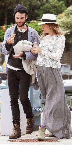 Tom Sturridge and Sienna Miller in Portofino, Italy. May © Splash News Online The sister of super-private Sienna Miller has revea. Pregnancy Looks, Pregnancy Outfits, Pregnancy Style Winter, Sienna Miller Pregnant, Maternity Wear, Maternity Fashion, Maternity Styles, Celebrity Moms, Celebrity Style