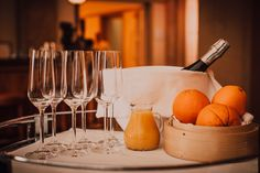 White Wine, Renaissance, Alcoholic Drinks, Glass, Food, Drinkware, Corning Glass, Essen, White Wines