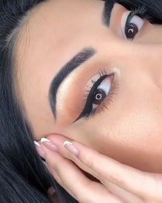 Easy way to apply eyeliner like a pro! Easy way to apply eyeliner like a pro! Makeup Goals, Makeup Inspo, Makeup Inspiration, Beauty Makeup, Makeup Style, Natural Eye Makeup, Makeup For Brown Eyes, Dark Makeup Looks, Natural Eyeshadow