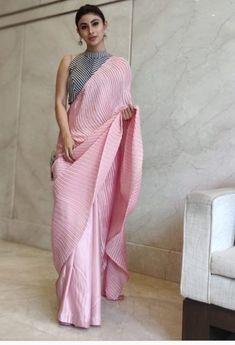 Saree Wearing Styles, Saree Styles, Trendy Sarees, Stylish Sarees, Dress Indian Style, Indian Outfits, Saree Jackets, Sari Design, Saree Blouse Neck Designs
