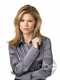 Picture: Julie Bowen in 'Boston Legal.' Pic is in a photo gallery for 'Boston Legal' featuring 43 pictures. Boston Legal, Julie Bowen, Perfect Wife, Pretty Shirts, Satin Blouses, Hottest Pic, Modern Family, Beautiful Eyes, Beautiful Women