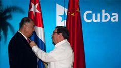 Confiere Cuba medalla de la Amistad al Embajador chino - CubaDebate
