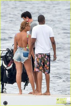 beyonce jay z jet ski vacation 01 Beyonce trades a mouse ear headband for a helmet before hopping on a jet ski while on vacation on Friday afternoon (September 11) in Palmarola, Italy. The 34-year-old…