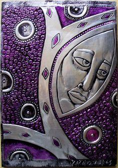 Luna - Repujado sobre alumínio. This would make a great spell book cover.