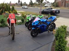Bath time in the toy shed - 2007 ZX10R (blue), 2007 GSXR 600 (Black), 2006 ZX10R (green), 1987 Cr250 (red), 2009 V8 Ute