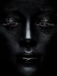 Portrait - Close-up - Black Make-up - Photography