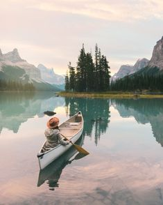 Rocky Mountain Road Trip: canoeing, hiking, grizzly bears and alpine sea dip € . - Rocky Mountain Road Trip: canoeing, hiking, grizzly bears and alpine seed dips Rocky Mountains, Cities, Lake Pictures, Road Trip Essentials, Alpine Lake, Canoe Trip, Seen, Journey, Wanderlust Travel