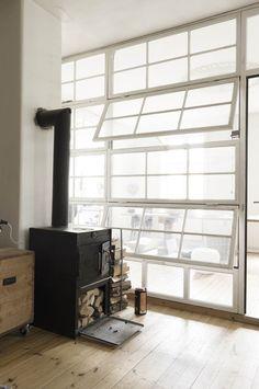 Fensterwand und Kamin