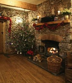 Christmas at the Cary Arms. Ugh! swoon! THIS is my ideal Christmas setup/dream.
