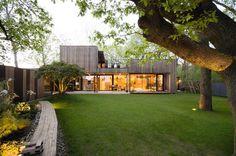 Einfamilienhaus am Waldrand - Bratislava, Rusovce Iceland House, Contemporary Architecture, Architecture Design, Contemporary Design, Garden Deco, Shed Homes, Forest House, Bratislava, Exterior Design