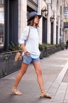 ネイビー・紺色帽子とシャツニット重ね着とショートパンツ着こなしコーデ