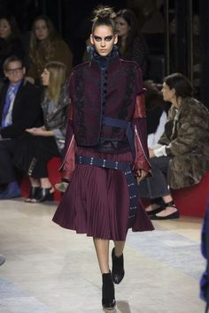 See the complete Sacai Fall 2016 Ready-to-Wear collection.
