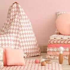 Mattresses, bean bags and cushions for this #Playhouse Speelhuisje en #bedhuisje #Ibiza Home #pink #diamonds #Nobodinoz #kidsroom #kinderzimmer #girlsmusthave #littlethingz2