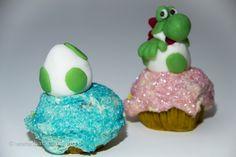 Yoshi's New Island Cupcakes – Yoshi im Ei/Yoshi in the egg. Zum Rezept/Find the recipe here: http://www.backzauberin.de/saisonales/ostern/yoshis-new-island-cupcakes/