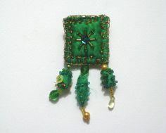 Stoffbroschen - Textil-Brosche - ein Designerstück von ticinese bei DaWanda