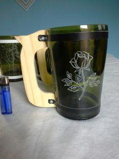 Reciclado de botellas de vidrio. Bottle Art, Glass Bottles, Mugs, Tableware, Diy, Vases, Pointillism, Stones, Bottles