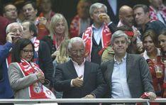 Ministro das Finanças pediu lugares para si e para o filho para o Benfica-Porto da época passada