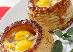 Huevos de codorniz al horno con hojaldre