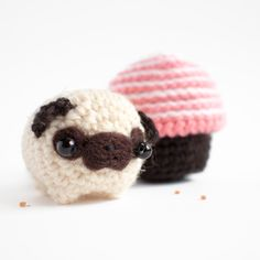 Amigurumi of the day no. 100 - a pug in a cupcake house from móhu store.