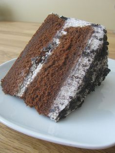 A slice of Cookies n Cream Cake, made with a rich chocolate layer cake that's frosted with an Oreo whipped cream-cream cheese frosting. Best Dessert Recipes, Fun Desserts, Sweet Recipes, Delicious Desserts, Cake Recipes, Yummy Food, Chocolate Caramel Brownies, Mint Chocolate Cupcakes, Chocolate Recipes