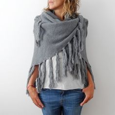 poncho-omslagdoek ibiza people Poncho Shawl, Crochet Poncho, Crochet Scarves, Crochet Clothes, Ibiza Fashion, Diy Fashion, Friend Outfits, Casual Outfits, My Style