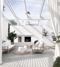 Best DIY Backyard Beach Oasis - Page 7 of 27 - Abantiades Decor Patio Design, Exterior Design, House Design, Garden Design, Backyard Deck Designs, Landscape Design, Indoor Outdoor Living, Outdoor Rooms, Outdoor Showers