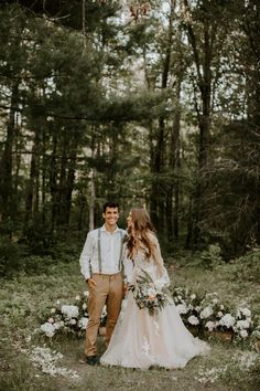 Half mood overgrown florals are trending and with good reason. This beautiful ceremony space idea is a great to embrace the venue and surroundings without going overboard. Backless Lace Wedding Dress, How To Dress For A Wedding, Long Wedding Dresses, Tulle Wedding, Bridal Dresses, Wedding Gowns, Boho Wedding, Wedding Trends, Bohemian Weddings