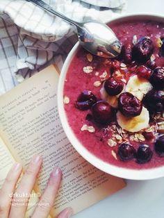 sour cherry-red currant-banana smoothie More: https://www.facebook.com/drkuktart