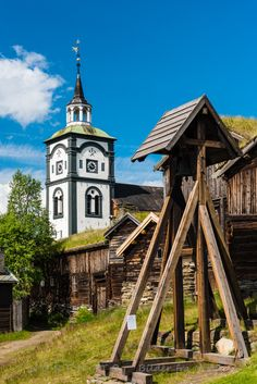 Røros kirke, Norway ….Stay cheap and comfortable on your stopover in Oslo: www.airbnb.com/rooms/1036219?guests=2&s=ja99 and https://www.airbnb.com/rooms/6808361