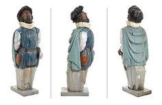 GALLIONSFIGUR  Bemalt tre. Utfomet som mannsfigur med pipekrage og sverd. 1800-tallet.