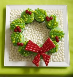 Fun Creative Christmas Cupcakes - wreath jelly bean cupcakes