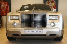 Technische specs Aantal cilinders 12 Cilinderinhoud 6749 Vermogen 338 kw / 460 pk Gewicht 2470KG Carrosserie Sedan.