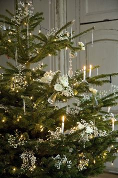 Beautiful Decorating Ideas for a Traditional Christmas